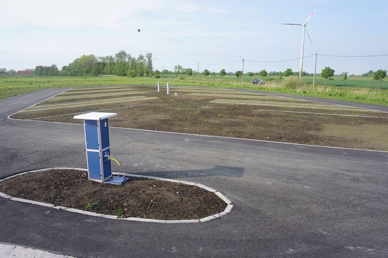 Het kampeerterrein in de Vaartstraat telt acht parkeerplaatsen voor mobilhomes