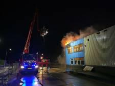 Brand in leegstaande loods BAT-terrein in Zevenaar onder controle