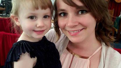 """""""Ik hield haar vast terwijl warmte langzaam uit haar lichaam verdween"""": moeder verliest dochtertje (2) plots aan diabetes en waarschuwt nu anderen"""