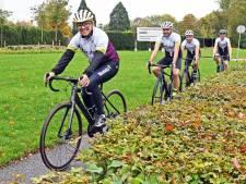 Van Moorsel haalt al fietsend herinneringen op aan overleden dierbaren, vandaag in Zeeland