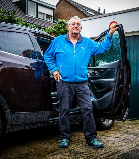 Theo Tems (74) parkeert al 33 jaar op dezelfde plek: 'Handhavers dreigen nu plots met boete'