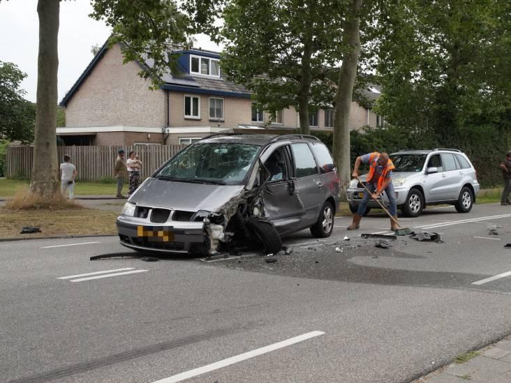 Gewonde bij botsing tussen auto en vrachtwagen in Drunen