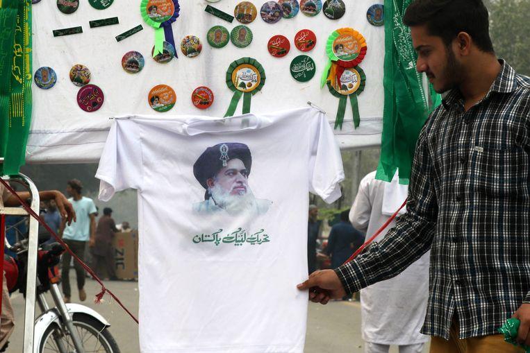 T-shirts van Rizvi zijn populair onder zijn aanhangers.