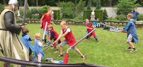 Kasteel Heeswijk terug in middeleeuwse sferen met ridders en zwaardgevechten