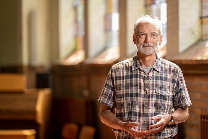 Pastoor Thaddeus de Deckere in de katholieke kerk van Burgh-Haamstede.
