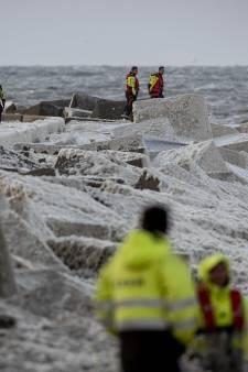 In beeld: surfdrama in Scheveningen