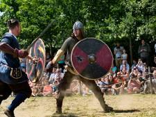 Vikingfestival preHistorisch Dorp overlopen door Noordse Volksstammen