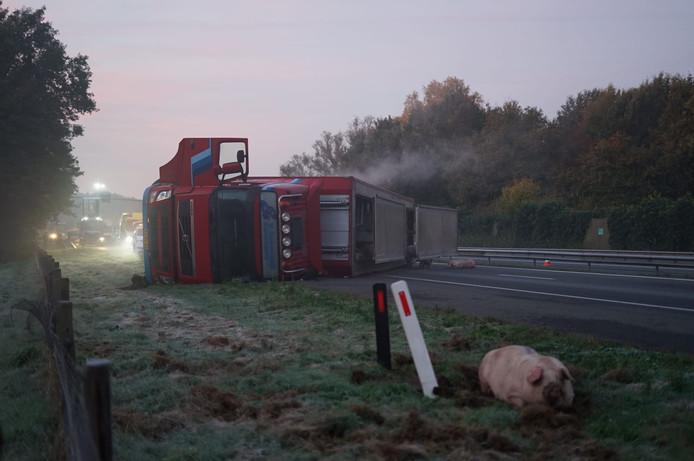 De gekantelde vrachtwagen.
