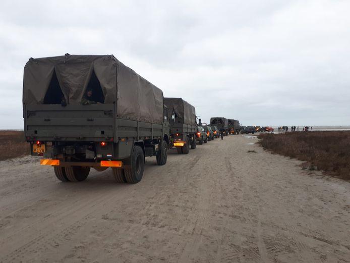 De wagens zijn vanuit het vasteland mee naar Schiermonnikoog genomen.