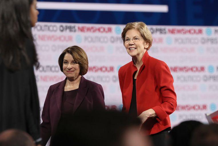 Democratische kandidaten Amy Klobuchar en Elizabeth Warren tijdens een debat in Los Angeles.