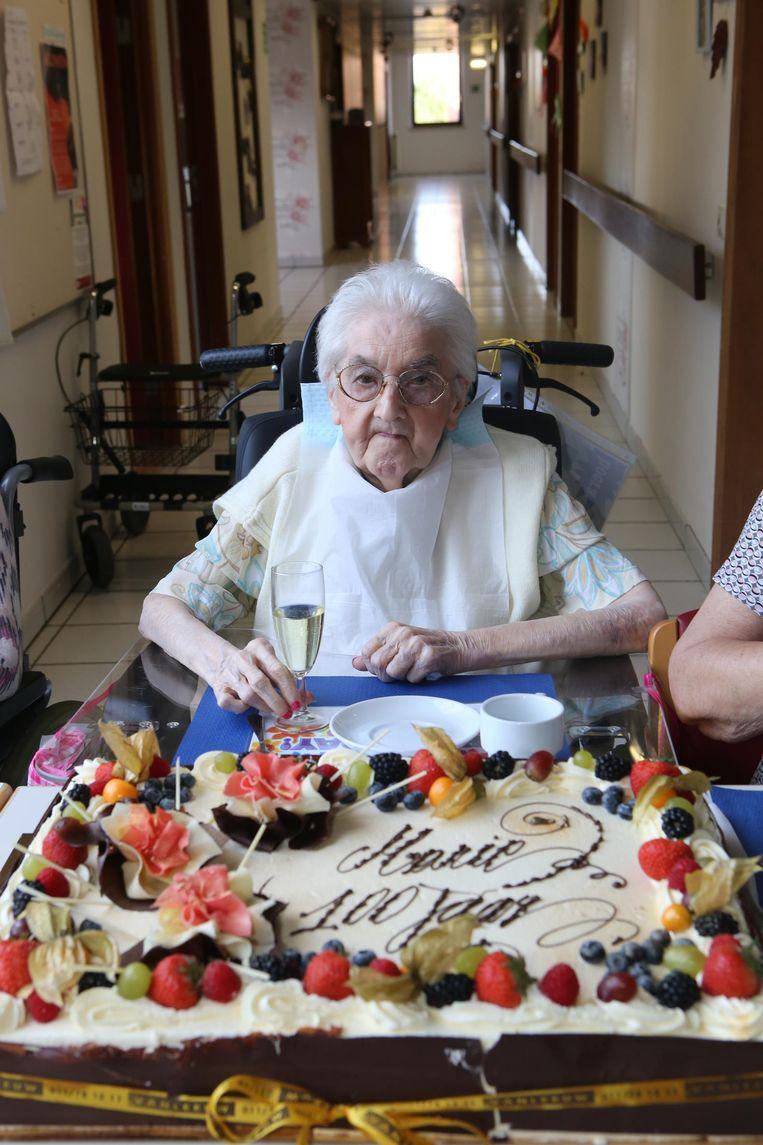 Lekkere taart voor 100-jarige Marie | Tienen | Regio | HLN