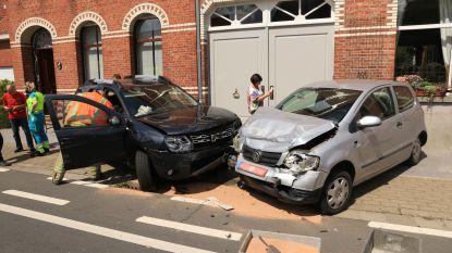Drie gewonden bij frontale aanrijding in Zandstraat