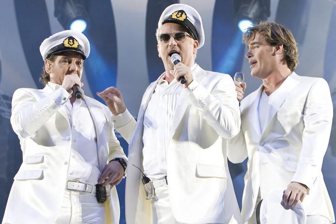 Jeroen zingt voor het eerst met De Toppers mee in 2009.