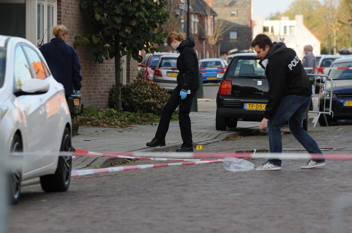 Onderzoek van de politie aan de Verlengde Morsestraat in Winterswijk na de hamermoord op Deme Lulaj.