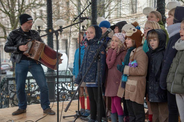 De week van het Gents werd op gang gezongen op de Kouter door onder meer Wim Claeys en de Stembandjes.