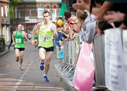 Jeroen Maas op weg naar een overwinning in de tien van 't Aogje, achter hem Niels de Jong. Foto: Joyce van Belkom/Pix4Profs;Breda;Nederland