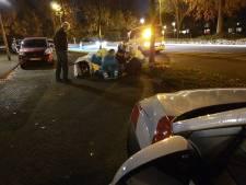 Scooter rijdt fietser aan en laat hem gewond op straat liggen op Blekerssingel