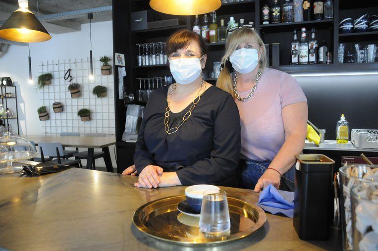 Zussen Maryse en Sonja hadden al vroeg in de ochtend hun eerste klanten.