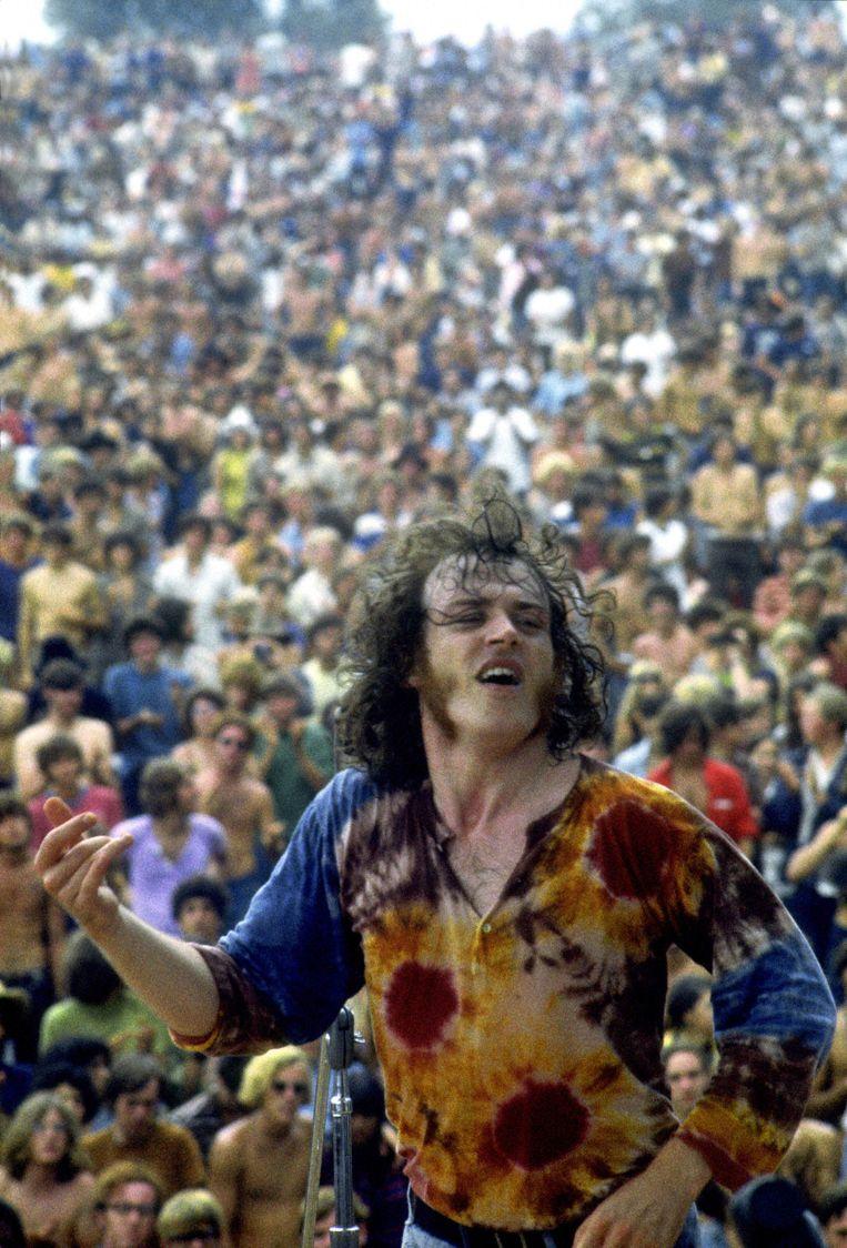 Joe Cocker tijdens zijn optreden op het beroemde Woodstock-festival in 1969. Beeld Redferns