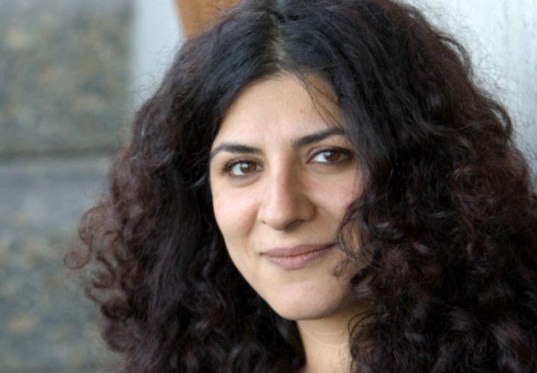 Tina Tahimy houdt zich als docent en onderzoeker bezig met sociaal werk in de superdiverse stad. Beeld Trouw