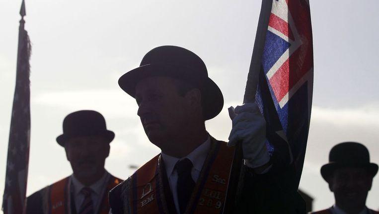 Leden van de Oranje Orde nemen deel aan de mars. Beeld reuters