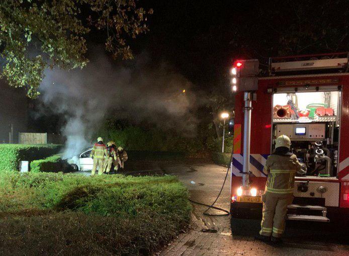 De Berghse brandweer in actie bij het blussen van een autobrand in 's-Heerenberg. Foto ter illustratie.
