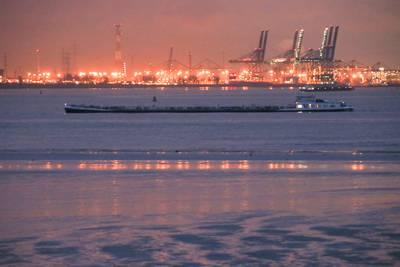 belgische-tanker-vastgelopen-bij-zeeland