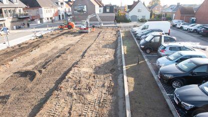 Eerste helft van parkeerterrein langs Nederzwalmsesteenweg is klaar