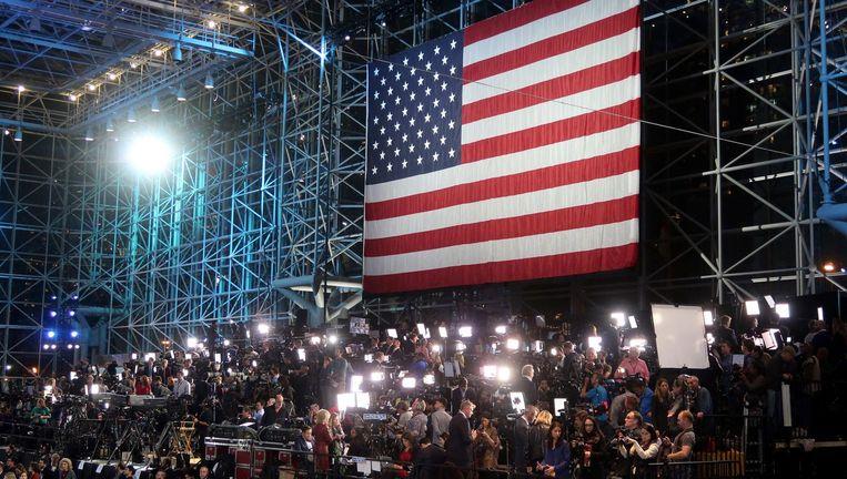 Journalisten in het hoofdkantoor van de Democratische partij. Beeld photo_news