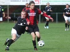 Topscorer Tonnie Kerkhof en trainer Faysal Bouhoud van Tongelre naar Oisterwijk