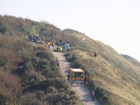 Paragliders botsen boven duinen Zoutelande, één zwaargewonde