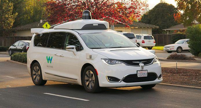 In de Amerikaanse staat Arizona experimenteert Waymo al met de zelfrijdende Chrysler Pacifica als robottaxi.