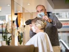 Drukte bij kappers in de regio: nog even snel knippen voordat het kabinet de deur misschien weer sluit