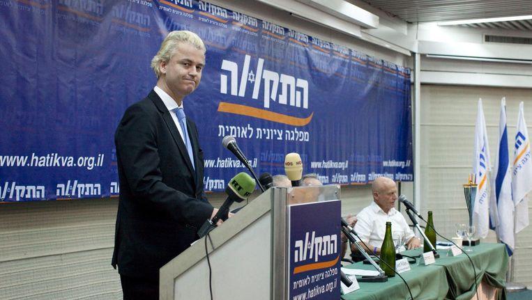Wilders spreekt in 2010 in Tel Aviv op uitnodiging van de extreem-rechtse parlementslid Aryeh Eldad. Beeld HH