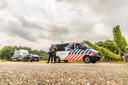 Agenten met mitrailleurs in Overasselt