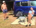 Rob van Moorsel en Annet Haenen met hun minicamper op camping Warnsborn in Arnhem