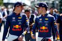 Max Verstappen met teamgenoot Pierre Gasly.