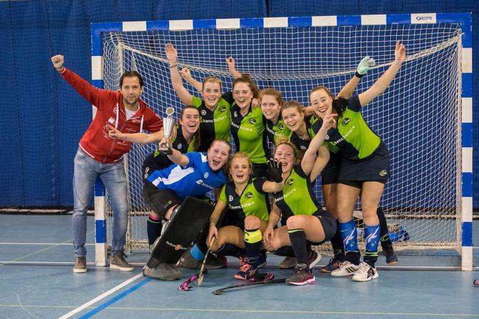 HC Helmond wint de Zuid-Nederlandse kampioenschappen in Eindhoven.