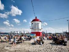 Vlaardingers genieten van 'eigen' strand