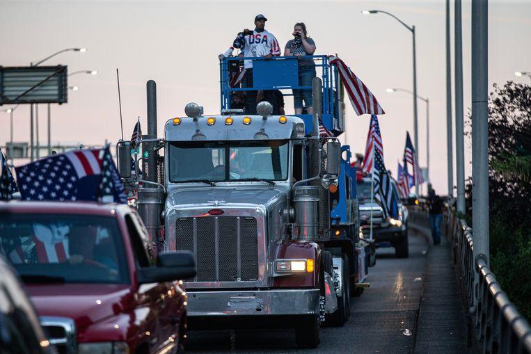 Een konvooi van Trump-aanhangers reed zaterdag door Portland, wat leidde tot opstootjes tussen aanhangers van de president en linkse betogers.  Beeld AP