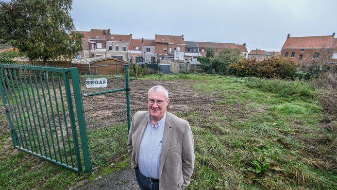 Op een stuk grond van de stad wordt een nieuw  buurthuis opgetrokken