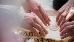 Wetenschappers achterhalen hoe een ouijabord echt werkt