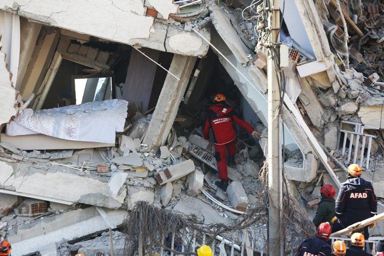Er zijn 72 gebouwen ingestort terwijl nog eens bijna 1.000 beschadigd raakten na 462 naschokken.