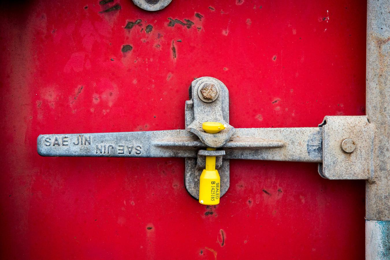 Een containerslot met zegel