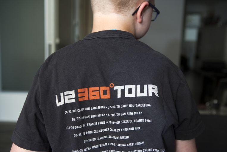 Samuel in een U2-shirt. Beeld Marijn Scheeres