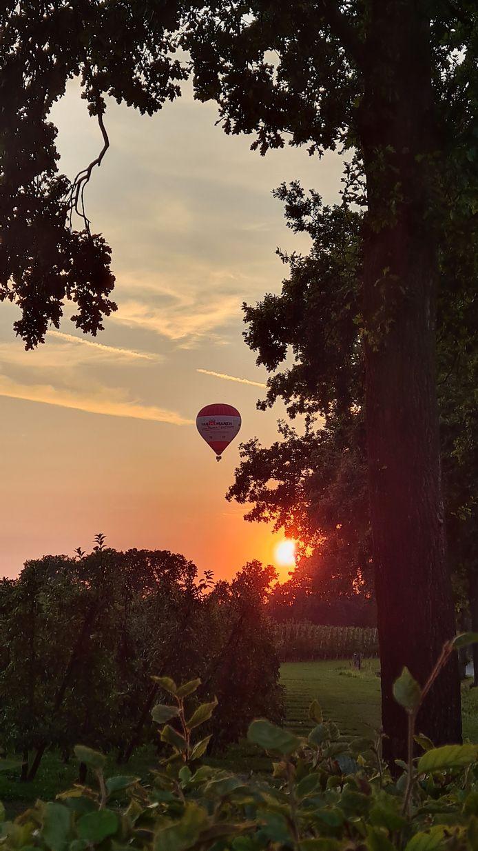 Jan Harteman fotografeerde een luchtballon in Lienden.