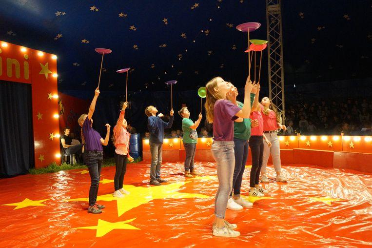 Circus Picolini heeft zijn tent opgeslagen in Ruiselede.