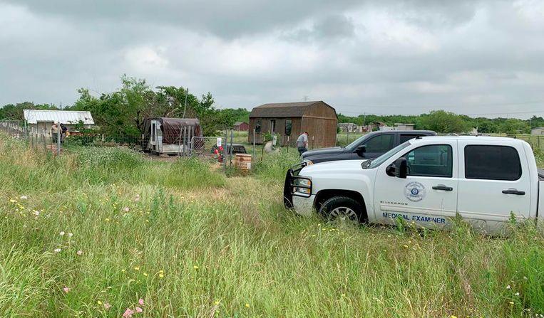 Gerechtsonderzoekers doorzoeken het huis en de omgeving van Freddie Mack in Texas.