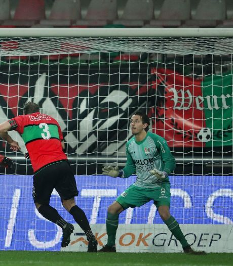 Staande ovatie voor NEC-doelman in lege Goffert: 'Norbert is de man of the match'