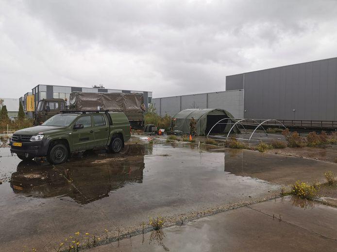 De Koninklijke Landmacht schiet Gouda te hulp bij het opzetten van een nieuwe coronateststraat.